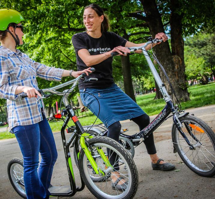 Frauen am Fahrrad